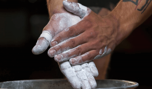 man using chalk for calistenics