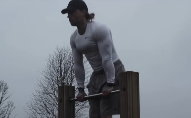 Example of explosive straight bar dips